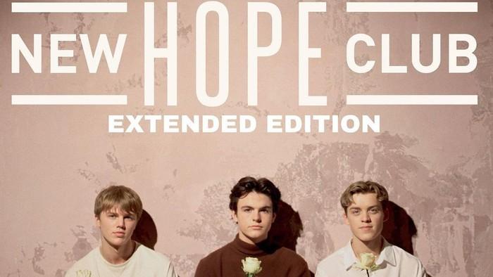 New Hope Club merupakan trio pop asal Inggris yang dibentuk pada tahun 2015, Beauties. Mereka mengusung genre musik pop dan juga pop rock dengan sederet lagu yang asyik banget buat didengarkan. (Foto: instagram/newhopeclub).