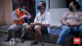 FOTO: Melongok Penyaluran Bansos Tunai dari Rumah ke Rumah
