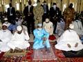 Presiden Interim Mali Nyaris Ditusuk saat Salat Iduladha
