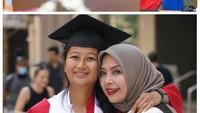<p>Kebahagiaan tengah dirasakan oleh Menteri Pariwisata dan Ekonomi Kreatif, Sandiaga Uno. Ia baru saja mendapatkan gelar Doktor, Bunda. Di saat yang bersamaan, putrinya yang kedua baru saja wisuda dan mendapatkan gelar S1. (Foto: Instagram: @sandiuno)</p>