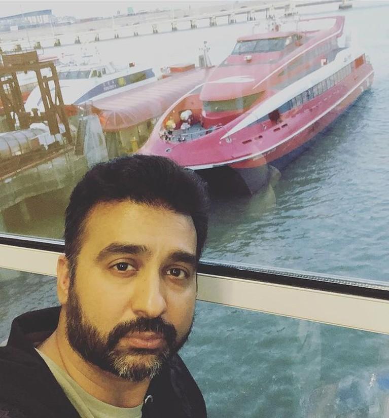 Raj Kundra suami Shilpa Shetty bintang Bollywood ditangkap oleh polisi atas dugaan kasus film porno. Yuk intip sosoknya!