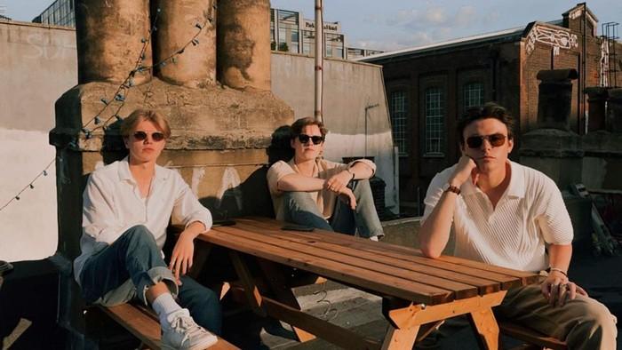 Trio pop asal Inggris ini pernah mengunjungi Jakarta pada tahun 2019 lalu. Mereka tampil dalam festival masik bertajuk 'Gudfest' yang diadakan di Senayan, Jakarta. (Foto: instagram/newhopeclub).