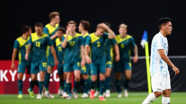 Argentina menelan kekalahan 0-2 dari Australia pada laga perdana Grup C Olimpiade Tokyo 2020 di Sapporo Dome, Kamis (22/7).