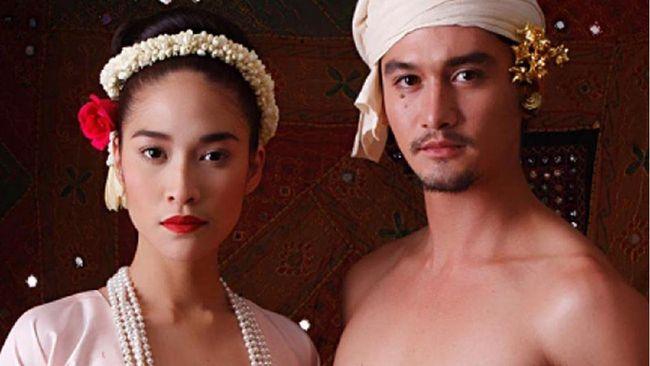 Eternity merupakan film Thailand dengan kisah percintaan terlarang antara keponakan dengan istri pamannya yang tayang pada 2010.
