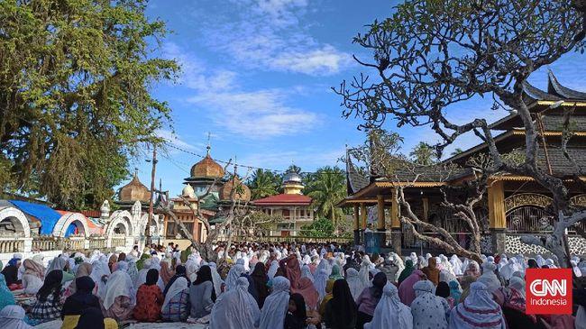 Tarekat Syattariyah di Sumbar merayakan Idul Adha dua hari lebih lama dari ketetapan pemerintah.