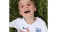 <p>Bunda masih ingat ketika George masih berusia empat tahun? Pangeran George terlihat menggemaskan dengan deretan gigi yang ompong. (Foto: Instagram: @dukeandduchessofcambridge)</p>