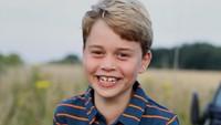 <p>Akun resmi kerajaan mengunggah potret terbaru Pangeran George di hari ulang tahunnya. Bocah berusia 8 tahun itu sudah besar dan terlihat semakin gagah seperti sang ayah. (Foto: Instagram: @dukeandduchessofcambridge)</p>
