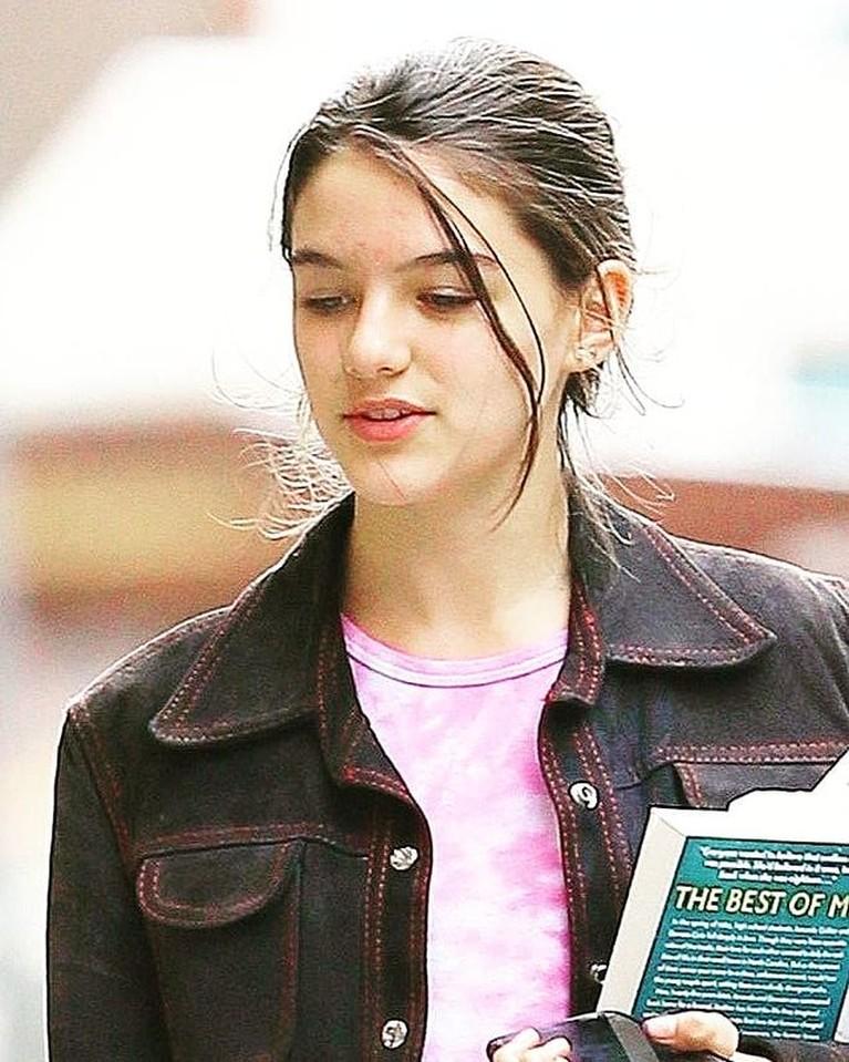 Putri Tom Cruise dan Katie Holmes, Suri Cruise curi perhatian karena parasnya yang cantik. Yuk kita intip potretnya!