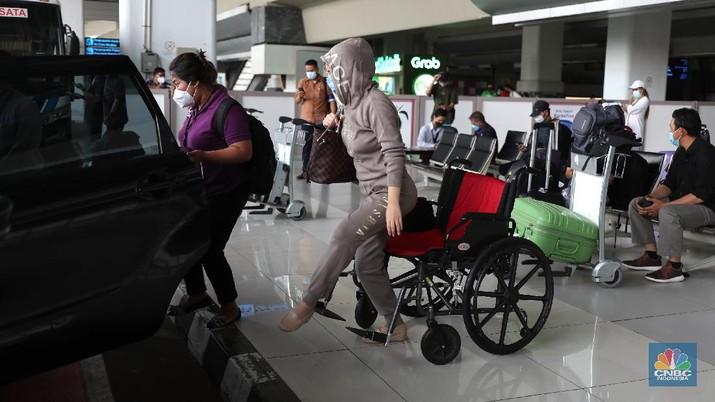 5カ国から何百人ものコロナ陽性の旅行者がインドネシアに到着! COVID-19 | ワクチン