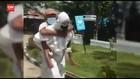 VIDEO: Aksi Heroik Polisi Gendong Pasien Covid ke RS