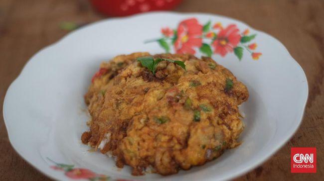 Bosan pasti kalau makan telur goreng hanya dibuat telur mata sapi atau dadar saja. Anda juga bisa membuat telur rendang viral Tik Tok.