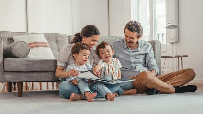Ikatan orang tua dan anak bisa ditingkatkan dengan membaca buku cerita. Berikut 5 tips bacakan buku cerita pada anak agar ikatan makin kuat.