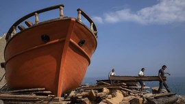 FOTO: Nasib Pembuatan Kapal Tradisional Yunani yang Melegenda