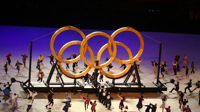 Penyanyi Jepang, Misia membawakan lagu kebangsaan 'Kimi Ga Yo' dalam balutan busana istimewa di pembukaan Olimpiade Tokyo 2020