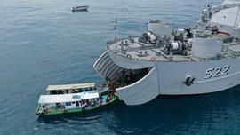 FOTO: Vaksinasi Warga Kepulauan Seribu di Kapal Perang