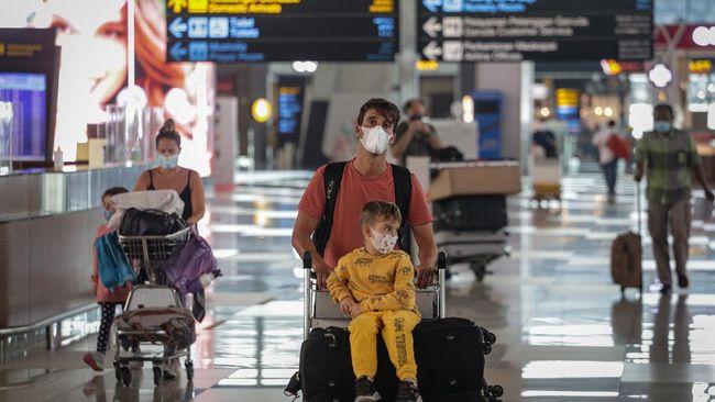 Kemenkes memperketat pengawasan WNI dan WNA dari luar negeri dari tujuh negara mencegah masuknya berbagai varian baru virus Covid-19.