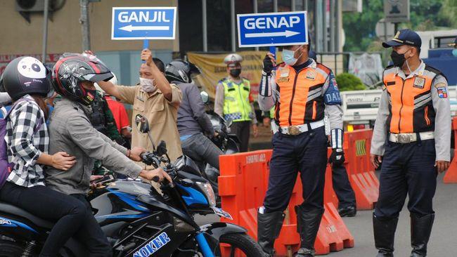 Sistem ganjil genap di jalur Puncak, Bogor diperpanjang guna menekan mobilitas masyarakat sambil menunggu aturan baru dari pemerintah pusat.