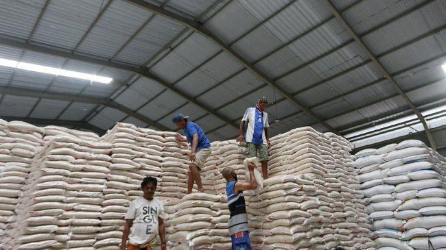 Mentan Syahrul Yasin Limpo mengklaim stok beras RI masih surplus 10,2 juta ton per Juli 2021. Ia meramal sampai akhir tahun surplus beras capai 6,2 juta ton.