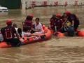 VIDEO: 3 Hari Terjebak Banjir, Warga Henan China Dievakuasi