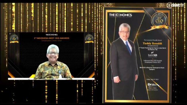 Direktur Utama Bank BJB Yuddy Renaldi meraih predikat Indonesia Best CEO Award 2021 - Employees' Choice pada kategori Bank Pembangunan Daerah.