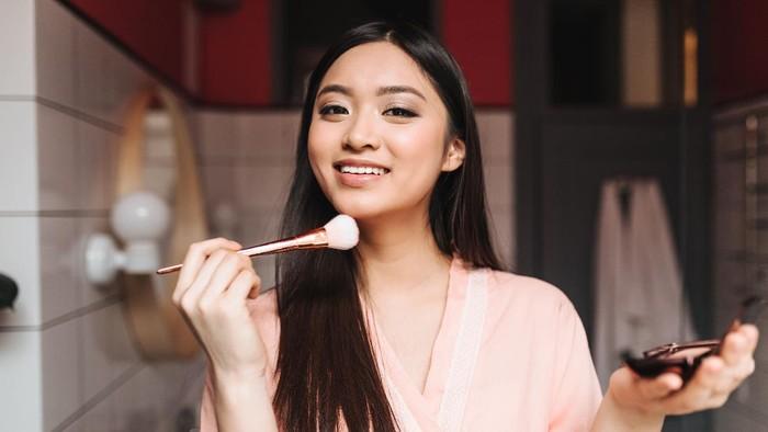 Makeup Makin Sempurna, 5 Rekomendasi Bedak Ini Jadikan Kulitmu Terlihat Glowing