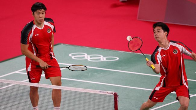 Kevin Sanjaya/Marcus Gideon terlalu tangguh bagi Ben Lane/Sean Vendy dari Inggris Raya dan menang pada laga pertama Olimpiade Tokyo 2020.