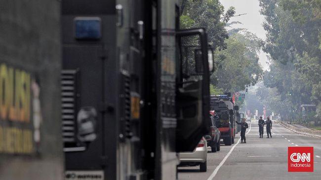Polisi akan mencari penyebar seruan demo Jokowi End Game yang hari ini tidak digelar di Jakarta. Aparat mengakui banyak hoaks di media sosial.
