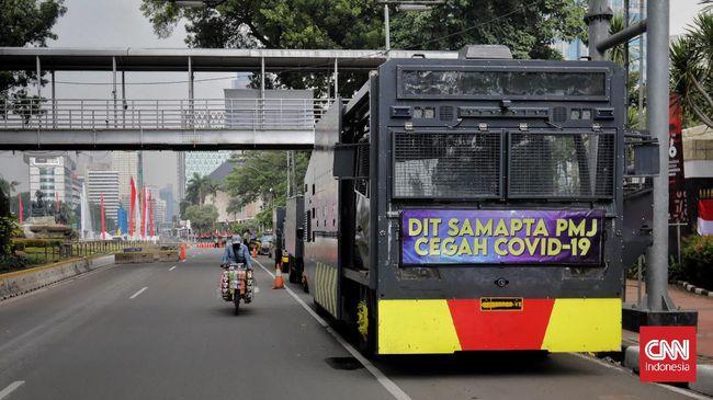 Rencana demo 'Jokowi End Game' di sekitar Istana Negara, Jakarta, tak dihadiri massa aksi. Sementara PPKM perlu diperbaiki untuk menekan lonjakan Covid-19.