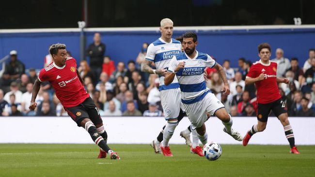 Manchester United menelan kekalahan dengan skor telak 2-4 dari Queens Park Rangers (QPR) dalam pertandingan uji coba.