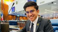 <p>Sayangnya, pada 22 Juli 2021 yang lalu, Syed Saddiq didakwa kasus korupsi di Pengadilan Sesi di Kuala Lumpur, Malaysia. Ia lakukan pelanggaran pidana kepercayaan sebesar RM1 juta atau setara dengan Rp3,4 miliar dari partai Pribumi Bersatu Malaysia (Bersatu). (Foto: Instagram @syedsaddiq)</p>