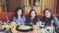 <p>Enggak hanya itu, Tri Hanurita merupakan anak ketiga dari mendiang Sudwikatmono. (Foto: Instagram @lalahamid)</p>
