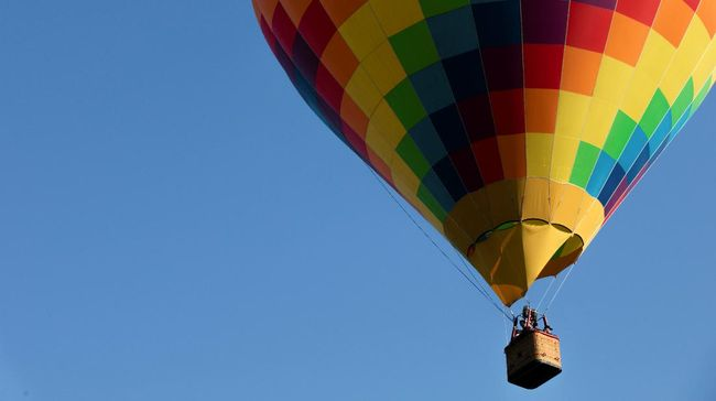 Tak hanya di luar negeri, wisata balon udara di Indonesia juga tak kalah menarik. Berikut daftarnya.