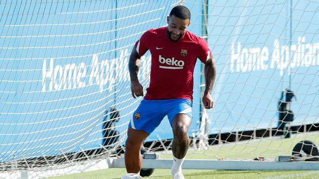 Penyerang anyar Barcelona Memphis Depay sukses mencetak gol perdana dalam laga debutnya di pertandingan pramusim Blaugrana.