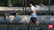 FOTO: PPKM Level 4, Warga Nekat Olahraga di Sudirman-Thamrin