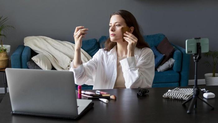 Kuliah Online Makin Glowing dengan Makeup Natural Sehari-hari, Begini Caranya!