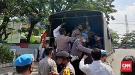 Dibubarkan Polisi, Demo Tolak PPKM di Lebak Banten Ricuh