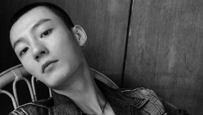 Netizen menduga Kim Min-gwi adalah sosok aktor Nevertheless yang telah berselingkuh hingga melanggar prokes kala positif, yang disebut dalam unggahan daring.