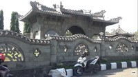 <p>Dari luar, terlihat barbagai bangunan yang buat dengan ornamen yang mendetail. (Foto: YouTube CHAEM)</p>