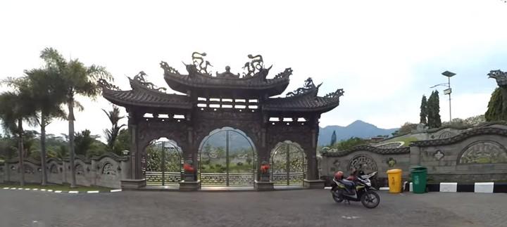 Makam di Kediri