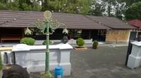 <p>Astana Giribangun merupakan kompleks pemakaman keluarga Soeharto yang terletak di Desa Girilayu, Kecamatan Matesih, Kabupaten Karanganyar, Jawa Tengah. (Foto: YouTube Titiek Soeharto)</p><p></p>
