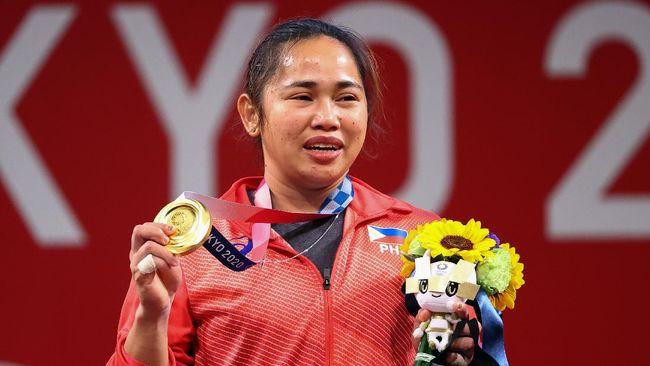 Filipina meraih medali emas pertama pada Olimpiade Tokyo 2020 lewat cabang angkat besi yang ditorehkan Hidilyn Diaz.