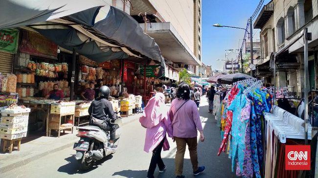 Kadis Perdagangan Bandung mengatakan mal atau pusat perbelanjaan yang boleh buka hanya tenant melayani online, bukan offline.