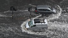 Banjir Terjang London, Stasiun Kereta Bawah Tanah Terendam
