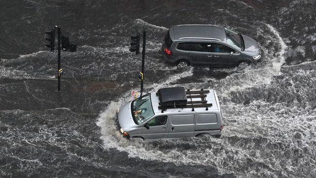 Ada beberapa poin yang harus dikuasi pengemudi saat hendak melintasi jalur banjir.