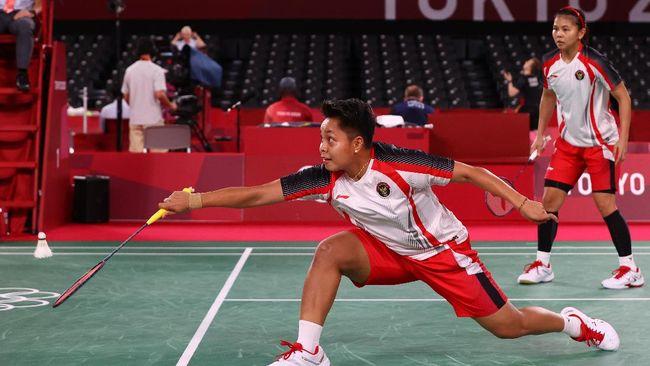 Greysia Polii/Apriyani Rahayu berhasil mengalahkan unggulan nomor 1 Olimpiade Tokyo 2020, Yuki Fukushima/Sayaka Hirota lewat permainan tiga gim.