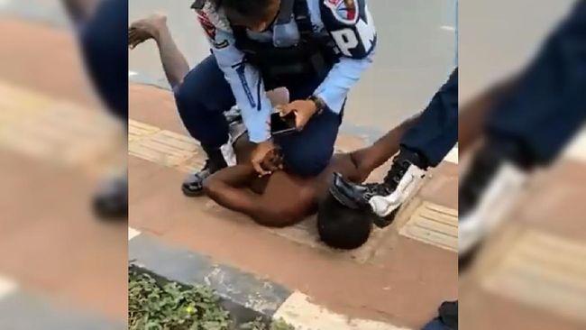 TNI AU menyesalkan tindakan anggotanya yang menginjak kepala seorang warga di Merauke, Papua. Oknum anggota TNI AU kini telah ditahan.