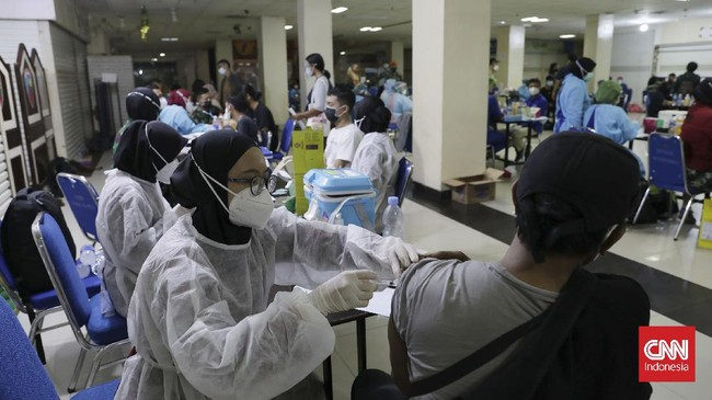 Target Vaksinasi Jatim Meleset, Terkendala Stok Dari Pusat