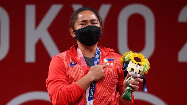 Berikut lima momen haru dari beragam cabang olahraga yang telah memperebutkan medali emas di Olimpiade Tokyo 2020.