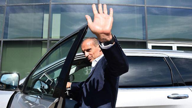 Massimiliano Allegri mengaku menolak tawaran melatih Real Madrid demi bisa kembali ke Juventus pada musim ini.