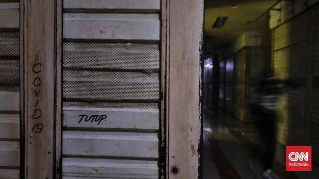 FOTO: Sunyi Pusat Perbelanjaan di Tengah PPKM Level 4